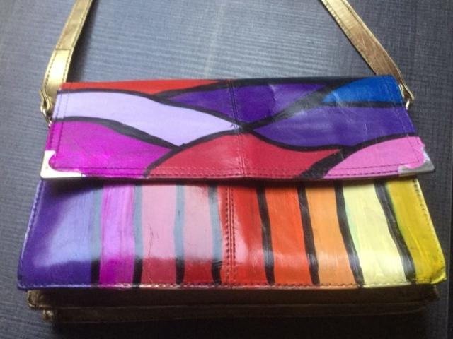Beschilderde tas met diverse kleuren